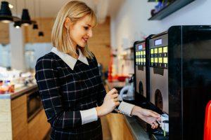 บริษัทผู้ผลิตเครื่องขุด Bitcoin ผลิตเครื่องชงกาแฟที่ชำระด้วย Bitcoin ผ่าน Lightning Network