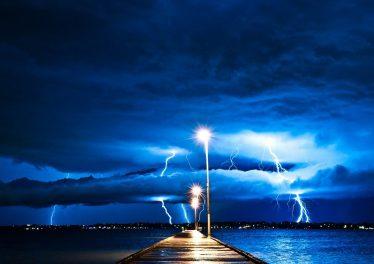 Storm_Lightning-Desktop_Wallpaper_1366x768